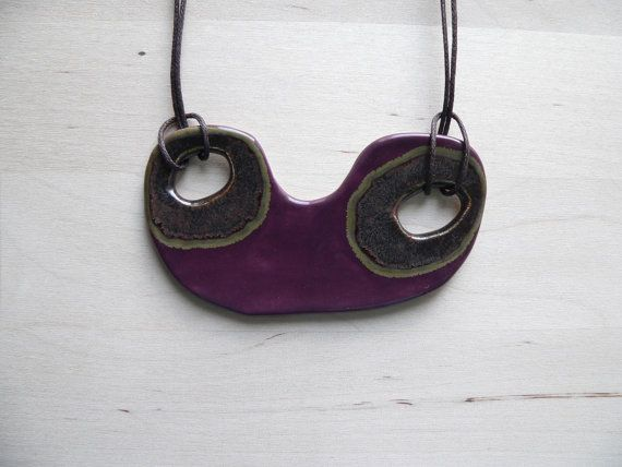 Paarse verklaring ketting, keramische sieraden, unieke eigentijdse sieraden voor vrouwen