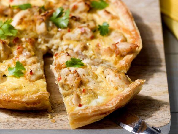 Thaise quiche met kip + courgette, rode peper en gember ****