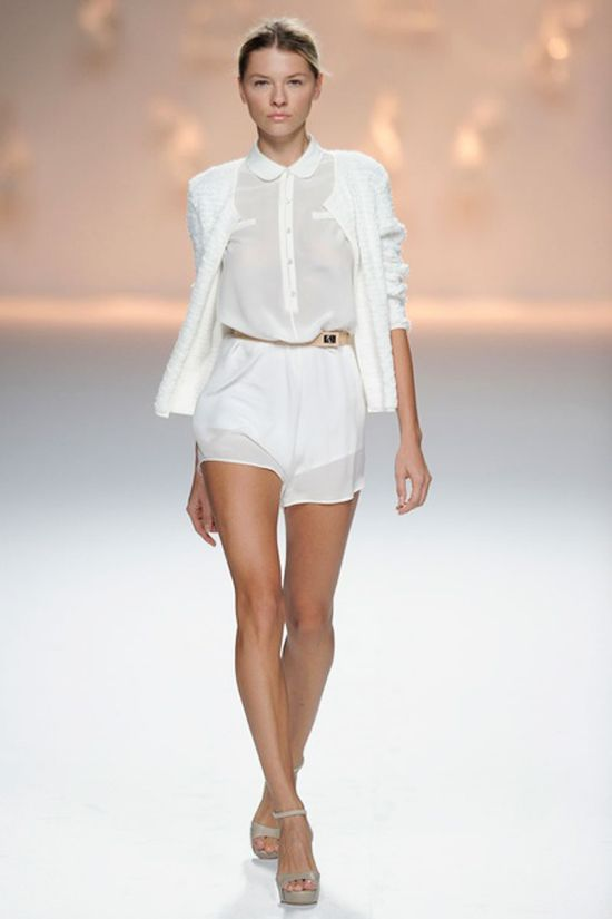 White shorts and shirt. #Style #Chic #Fashion #Beauty #Summer