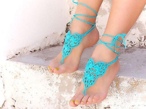 Sandalias descalzas o barefoot sandals de color turquesa