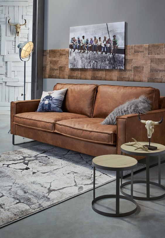 Voor een stoere uitstraling in de woonkamer: cognackleurige bank LOMBARDO #bank #cognac #woonkamer #kwantum #wonen #interieur