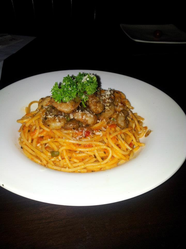 Spaghetti with prawns in a lemony bell pepper sauce