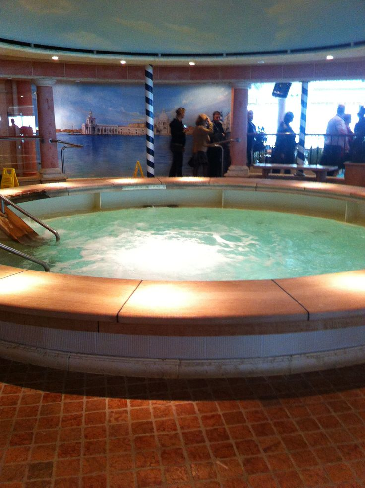 Royal Caribbean International - Adventure of the Seas, Shipshape Center