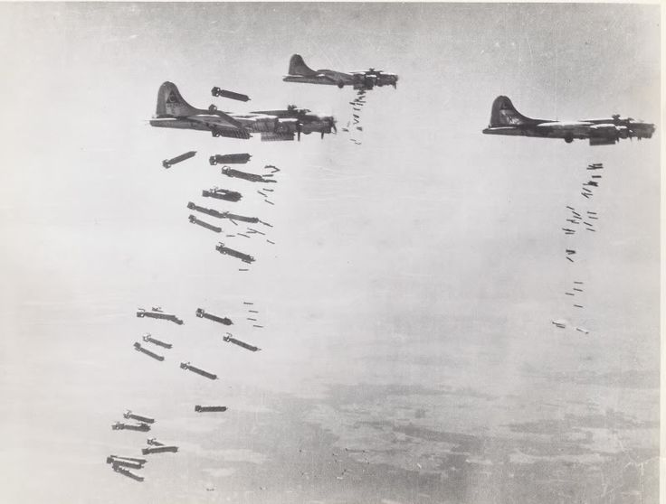 B 17 Dropping Bombs Eighth Air Force Pics Ww2 World