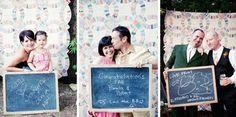 7. Ook leuk: laat je gasten poseren met een krijtbord waar ze hun wens aan jullie op kunnen schrijven.