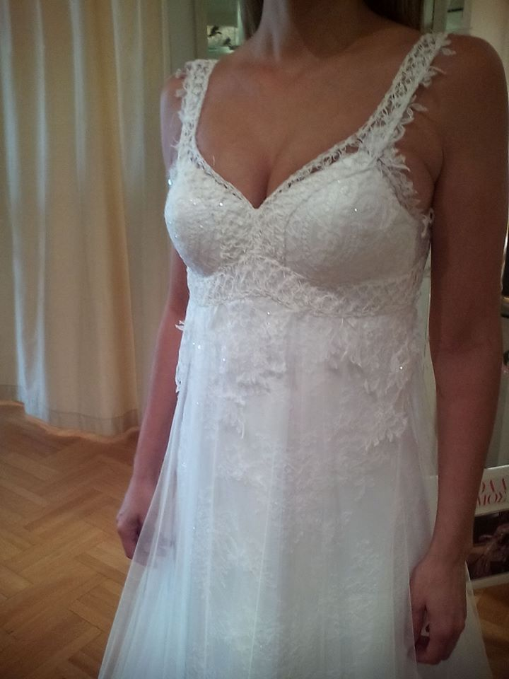 Eleni Kollarou / Lace wedding dress