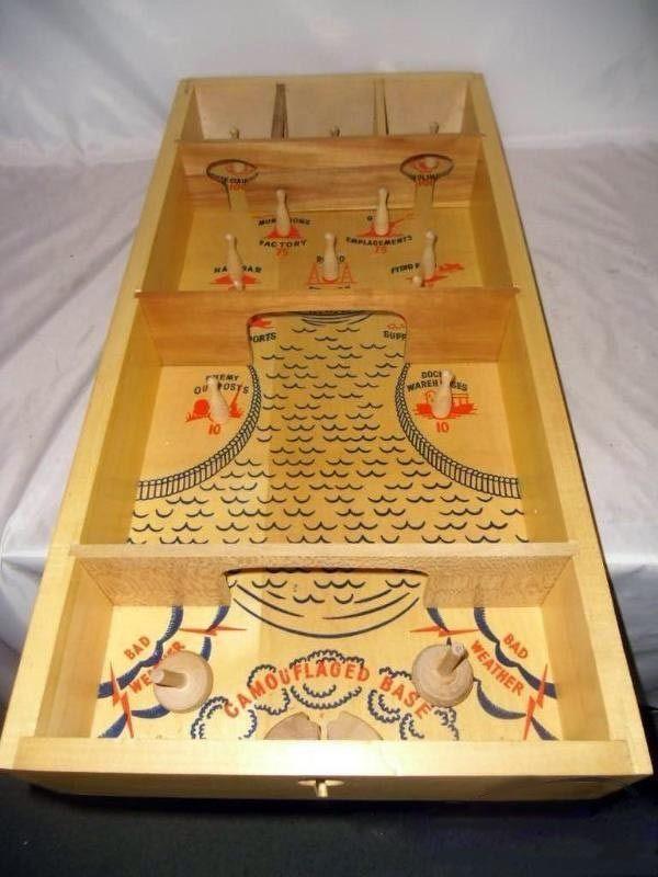 Merveilleux VINTAGE CARROM Commando Skittles War Game Wooden Table Top Board 1940s WWII  Era
