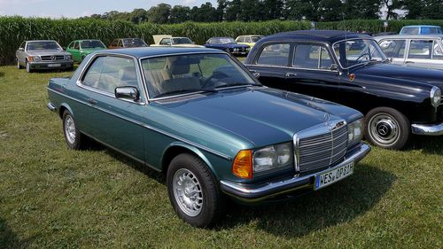 Regional manager Starring: Mercedes 230 CE