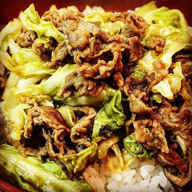 男飯‼️ #肉#キャベツ#米 #焼肉のたれ#黄金の味 #ぶっかけ丼#男飯