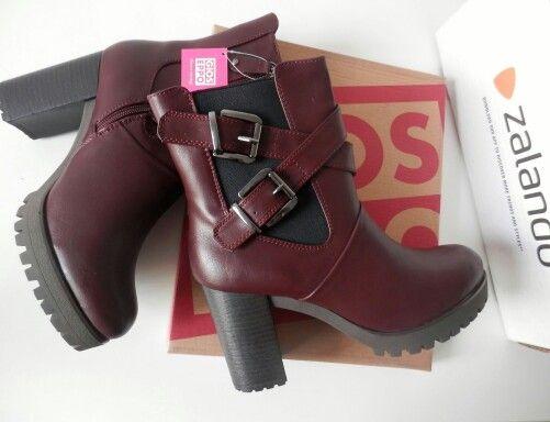 Enamorada de mis nuevos botines Gioseppo, las compré a través de la web de Zalando pero también los tenéis en su página www.gioseppo.com