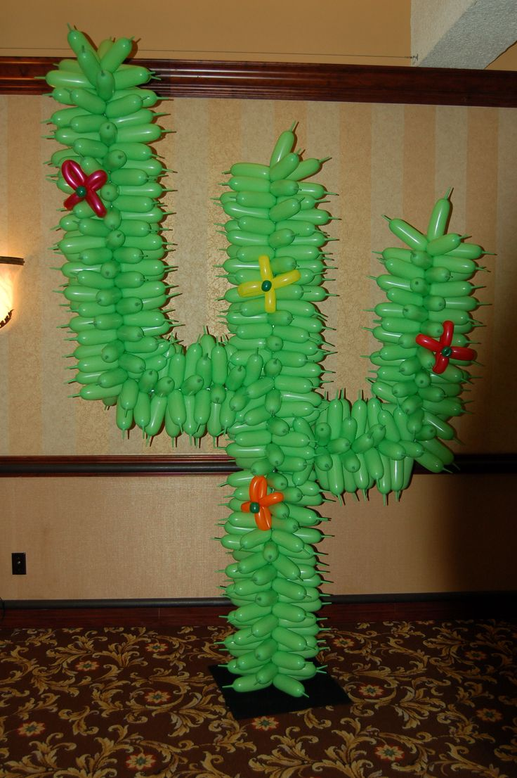 Balloon cactus- this would be awesome for the book fair ...