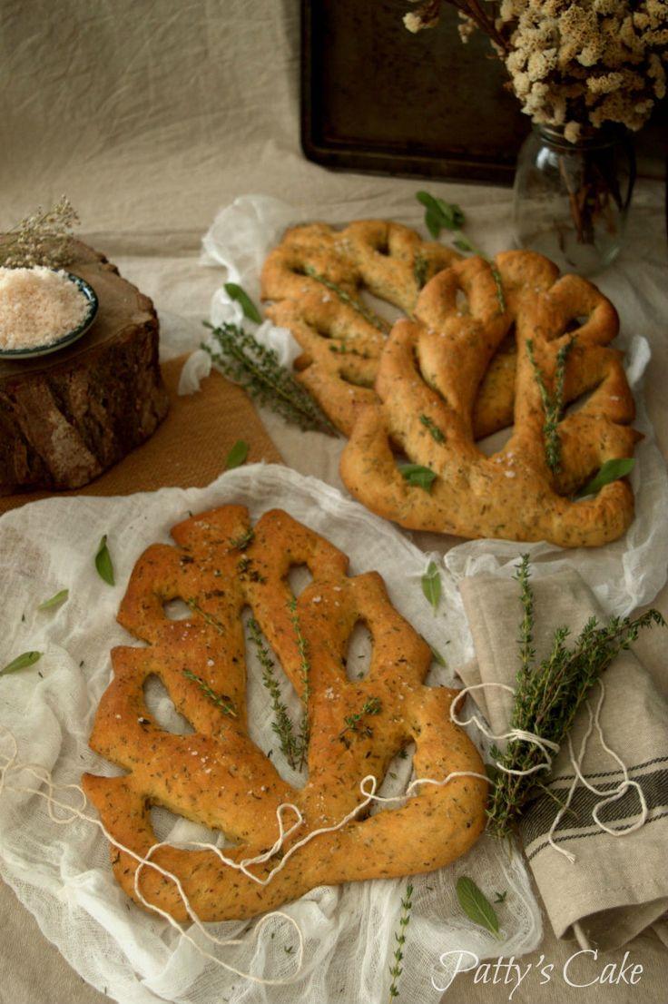 Provençal herbs fougasse - how to make this delicious bread in Patty's Cake (English-Spanish recipe) Te encantará esta fougasse a la provenzal. No te pierdas el paso a paso.