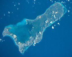 Las Islas Caimán (en inglés, Cayman Islands) son un Territorio Británico de  Ultramar dependiente del Reino Unido y ubicado al noroeste de Jamaica, entre la isla de Cuba y la costa de Honduras, en aguas del Mar Caribe. Es uno de los 17 territorios no autónomos bajo supervisión del Comité de Descolonización de las Naciones Unidas, con el fin de eliminar el colonialismo.