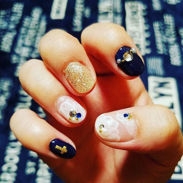 📷 · #初心者#セルフネイル#ジェルネイル#nail#self #ゴールド#gold#ネイビー#navy#💅 #フラワー#flower#デザイン#design #素人#娘が寝てる間に#ママの趣味