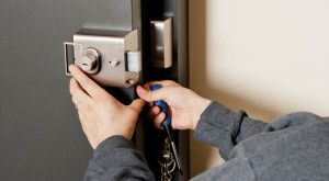 Paying a professional locksmith to handle your locks at your home or business can be expensive. At some future point in your life you will find yourself having lock troubles that you will need fixed fast and cheaply. Continue reading to learn some basic advice about locksmithing.