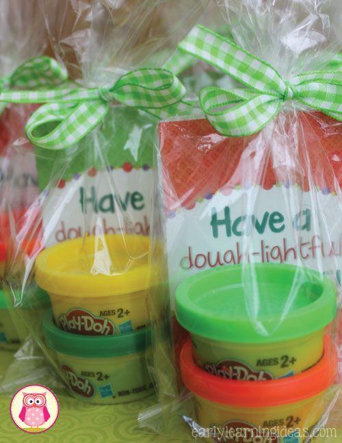Christmas Play Dough Mats: A Holiday Gift for Kids [free printable]Mary Teague