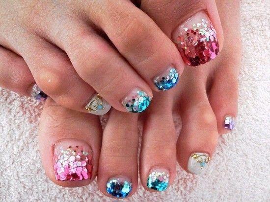 Glitter sulle unghie dei piedi