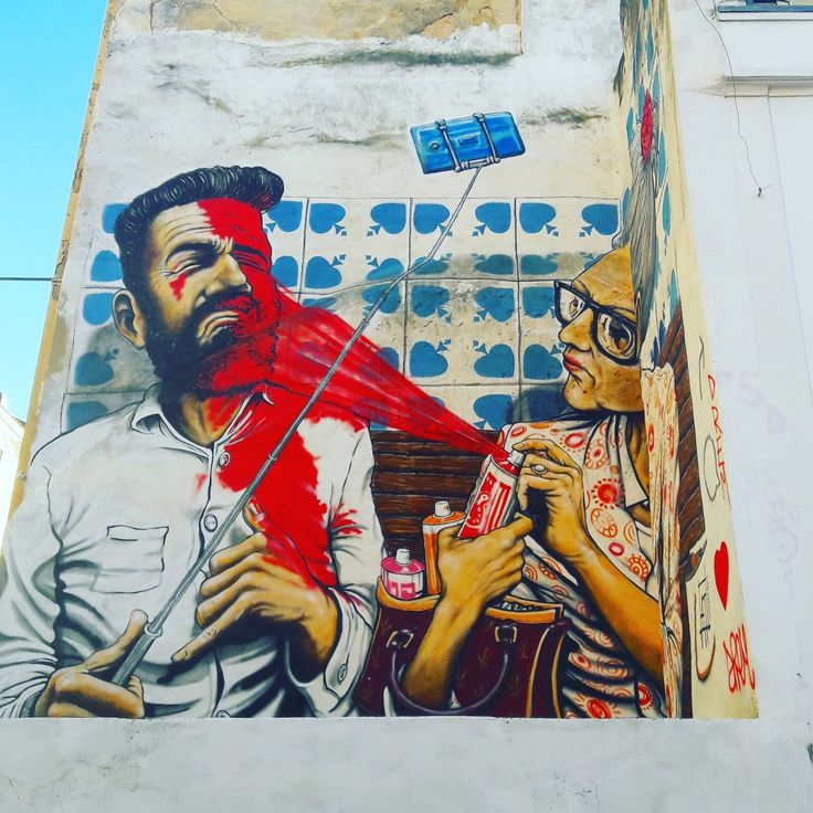 She doesn't like selfie-sticks. 😉 #selfiesticks #streetart #lisbonstreetart #mural #lisbon #lisbontailoredtours #lisbonwithpats