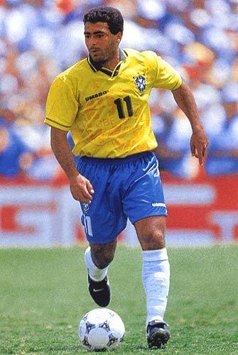 Romario. Brasil.Forward/Delantero. Vasco da Gama(1985-1988),PSV Eindhoven(1988-1993),Barcelona (1993-1995),Flamengo(1995-1996),Valencia(1996-1998),Flamengo(1997),(1998-1999),Vasco da Gama(2000-2002),Fluminense(2002-2004),Al-Sadd (2003),Fluminense(2004),Vasco da Gama(2005-2006),Miami(2006),Adelaide United(2006),Vasco da Gama(2007),América Río de Janeiro(2009). World Cup Champion/Campeón del Mundo(1994). Goal Champion/ Campeón de goleo en 14 ocasiones en torneos de Primera División.