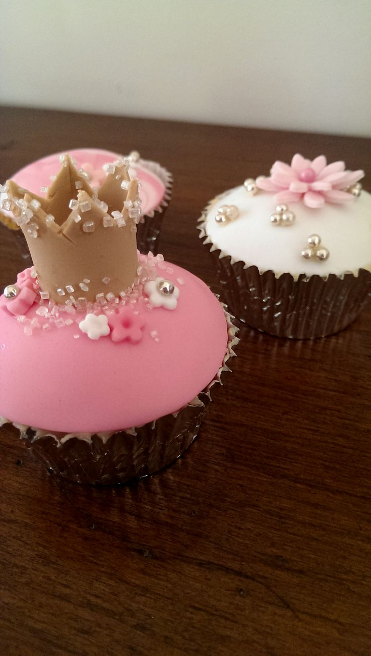 Pink and Pretty Cupcakes by deliciousart
