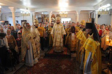 Епископ Боярский Феодосий возглавил богослужение престольного праздника в Петропавловском храме на Нивках