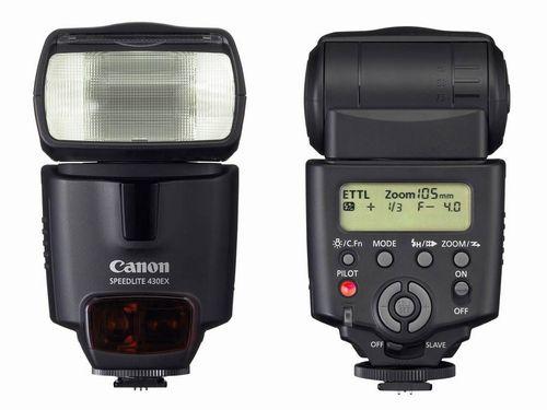 Guida all'uso del flash esterno per principianti: come ottenere foto correttamente illuminata cambiando direzione e diffusione della luce.