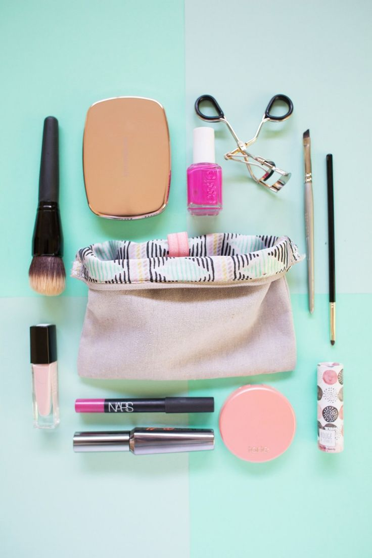 Five Minute DIY // Organize Your Makeup Bag