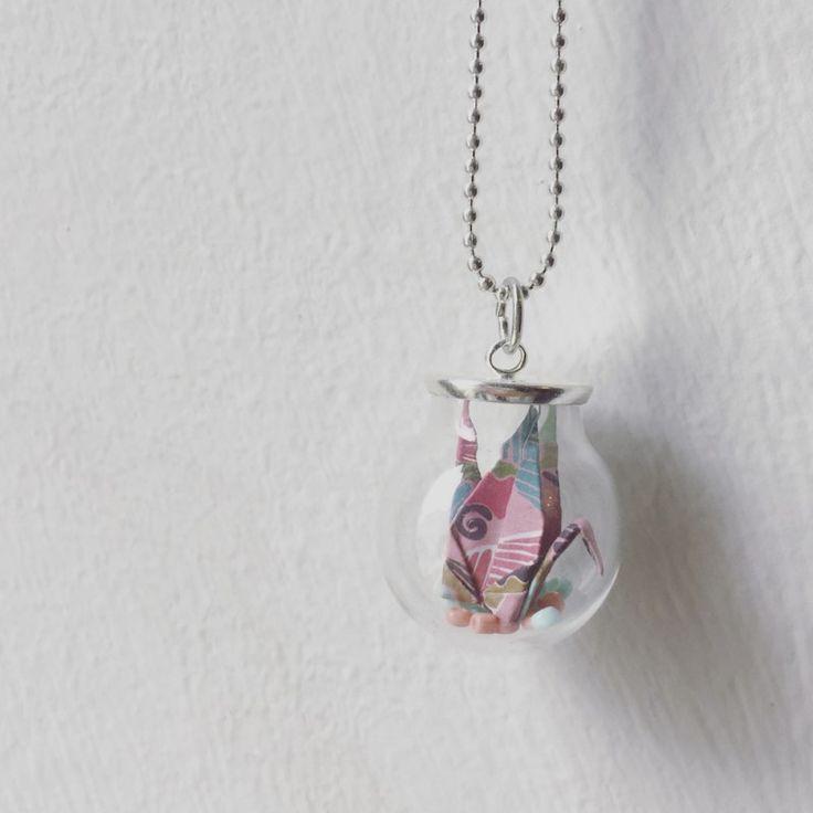 Mini origami gru in ampollina di vetro. #bijoux #origami #handmade #collana #diy