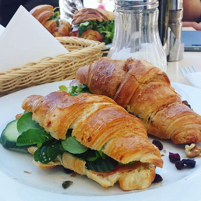 Late late breakfast in the sun. 😊 hello spring! #breakfast #brunch #croissant #krakow #spring #eatingout #cracowbreakfastspots