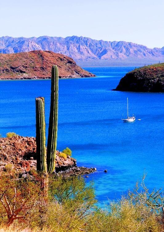 Los inconfundibles paisajes de #Loreto, en BajaCaliforniaSur, #Mexico. Colores que la naturaleza expresa y llenan de placer a la vista y al alma.