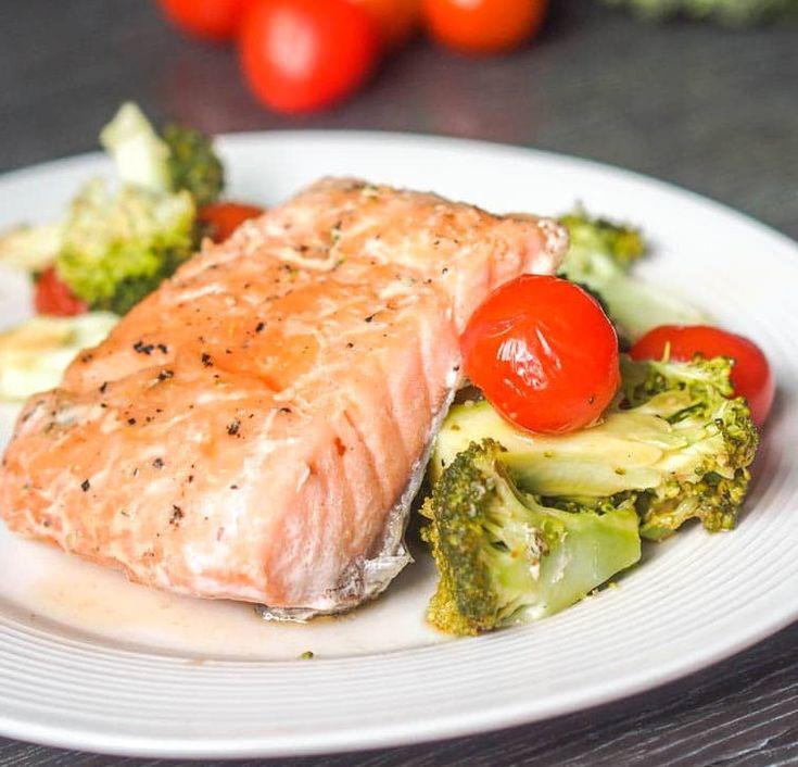 Рыбу залить сливками и запекать при температуре ° с около 30 минут.