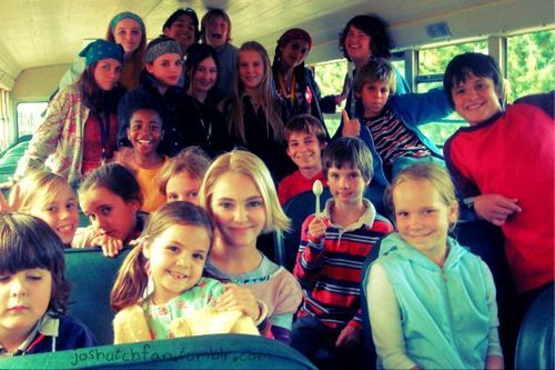 With the bridge to terabithia cast on the school bus <3