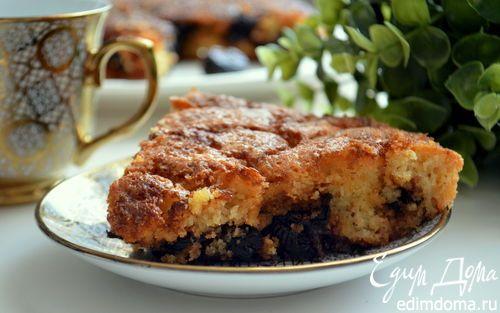 Шарлотка на манке с карамельным черносливом  | Кулинарные рецепты от «Едим дома!»