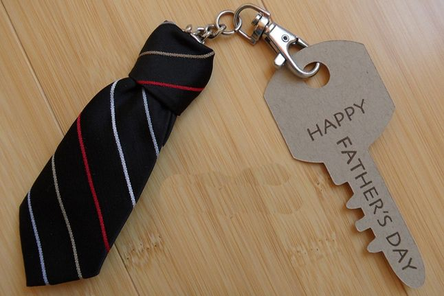 Tie Key Chain - http://www.pbs.org/parents/crafts-for-kids/tie-key-chain/