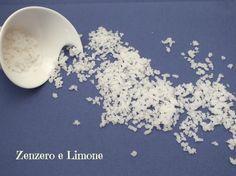 Ecco un procedimento semplicissimo e, soprattutto, molto economico per preparare la granella di zucchero in casa in poche mosse.