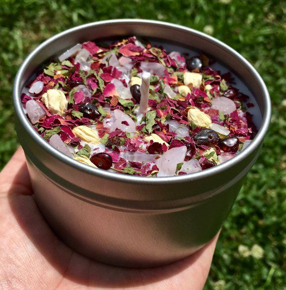 Rose Candles – Crystal & Herb Candles – Aromatherapy Candles – soy candle – Rose quartz, garnet, moonstone crystal candle – rose petals