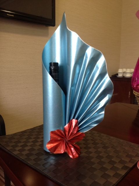 Signature bottle gift wrapping by Neelam Meetcha - The Gift Wrapping Expert