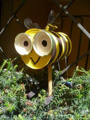 """Cute bee craft idea for """"Daisy Flower Garden"""" Journey! http://crearescout.wordpress.com/2011/10/10/garden-bees/#more-610"""