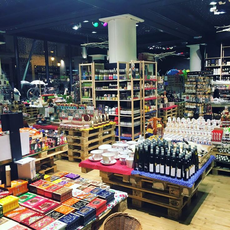 If you can't come back from a destination without a bag full of souvenirs for each one of your relatives and friends, you can't leave Budapest without visiting Paprika, the biggest souvenir shop in the city.