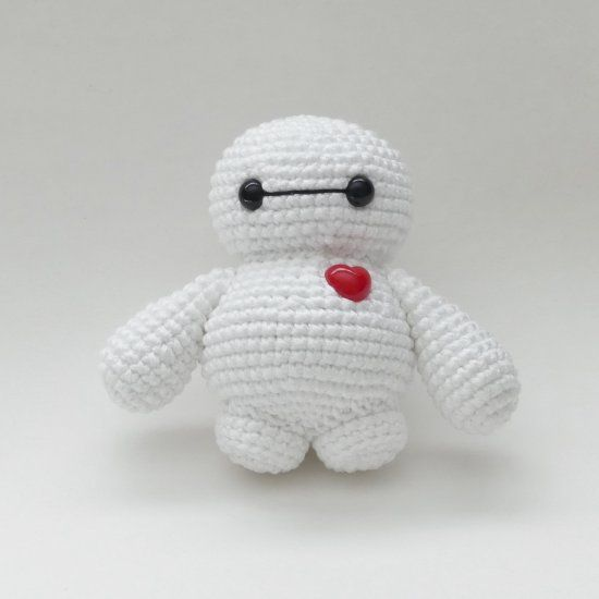 Crochet your own amigurumi Baymax with this free pattern!