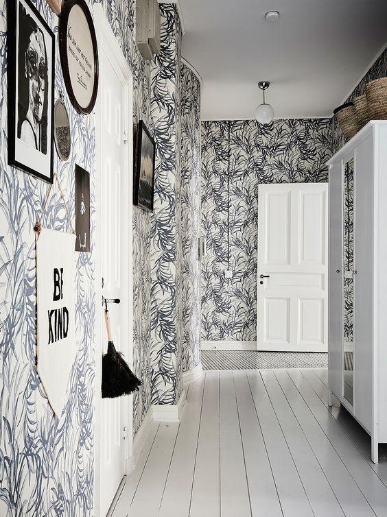 Обои в коридоре квартиры: 30+ вариантов для приветливого дизайна прихожей http://happymodern.ru/oboi-v-koridore-kvartiry-39-foto-praktichnost-i-elegantnost/ e365b11b6651ccad81c3507e52eaed73