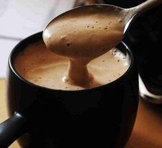 Chocólatras de plantão irão se render facilmente a essa delícia, aproveite! - Aprenda a preparar essa maravilhosa receita de Chocolate quente cremoso