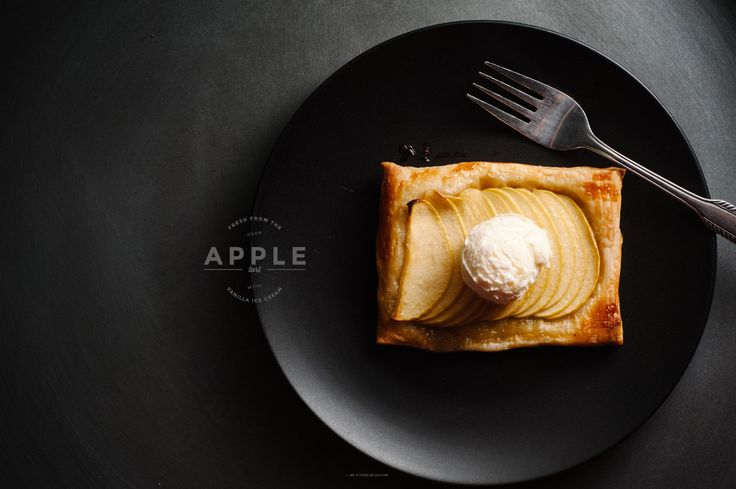 When I think of classic diner desserts I think of chocolate cake, sundaes and apple pie and ice cream. I kind of don't get the whole warm apple pie and vanilla ice cream thing, but I do enjoy the combination...