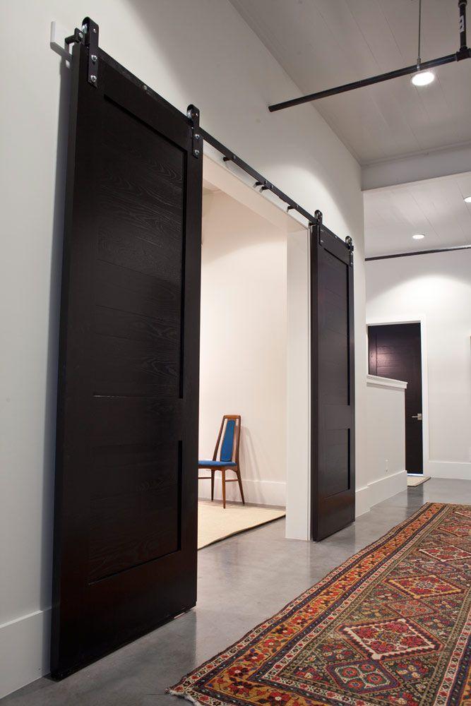 25 best ideas about black barn on pinterest black house - Rail double porte coulissante ...