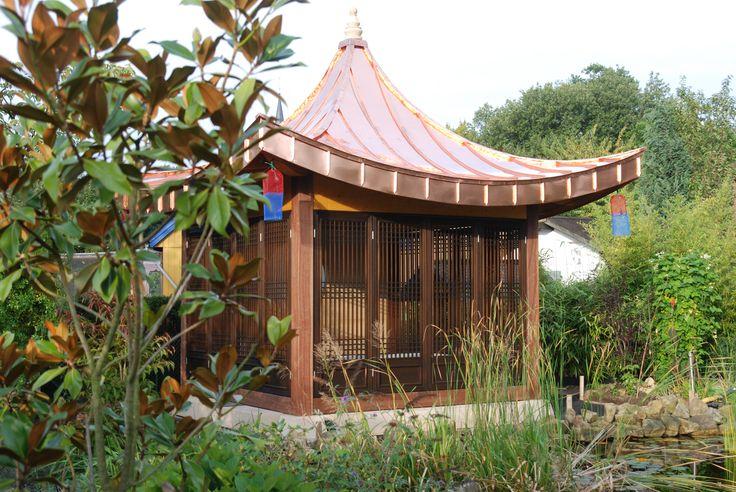 Gartenpavillon aus Holz mit Kupferdach