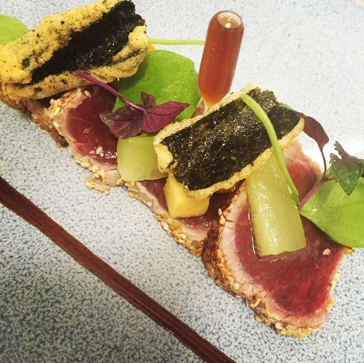 Tataki van tonijn met nori tempura, komkommer en winter postelein