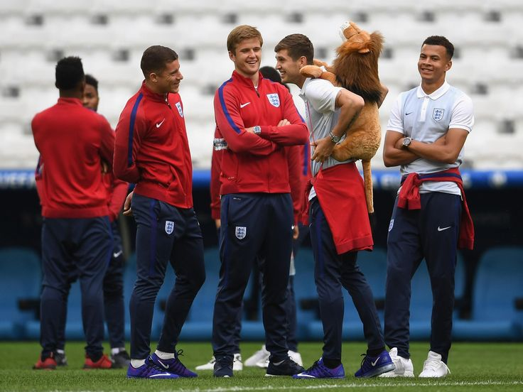 England vs Scotland: Three Lions player called his agent at Euro 2016 to 'get me out of this' #england #scotland #three #lions #player…