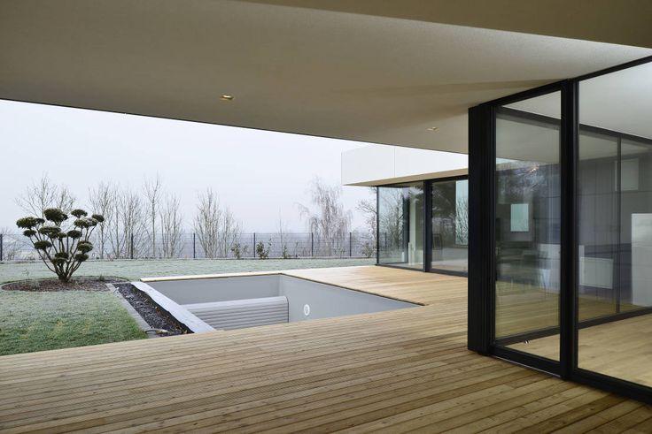 Wohnhaus mit Fernsicht : Moderne Häuser von Architekt Adrian Tscherteu