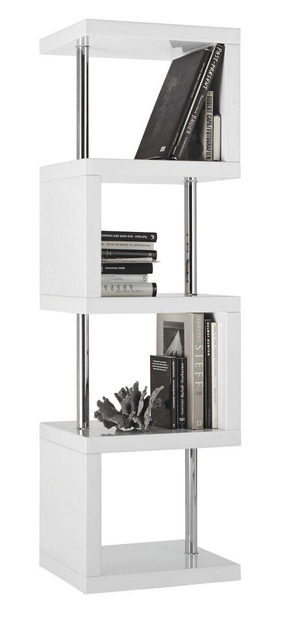 Dieses extravagante Regal wird Ihr modernes Wohnzimmer bereichern! In 4 offenen Fächern finden Ihre Bücher oder Accessoires eine kreative Ausstellungsfläche. Die verchromten Säulen vervollständigen den ausgefallenen Look Ihres neuen Regals. Das markante Regal ist ca. 167 cm hoch und ca. 50 cm breit - wie geschaffen für Ihr Wohnzimmer!