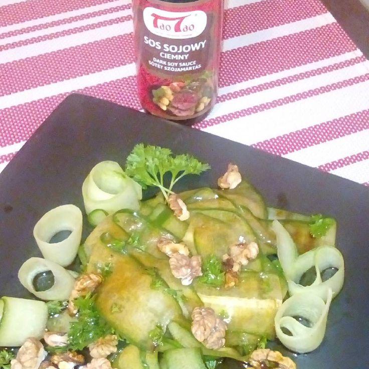 #taotao_harmaniasmaków #zawszesmacznie #taotao #tajskakuchnia # tajskie_pyszności . Pierwszy raz zrobiłam taką sałatkę . Miód , chili,  ocet jabłkowy , sos sojowy , ogórek , orzechy włoskie - chociaż powinny być orzechy nerkowca . Ale co tam mi smakowało w takiej wersji :)